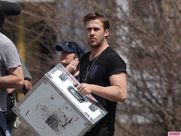 ryan-gosling-how-to-catch-direct-detroit-050213-6-600x450